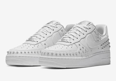 Nike-Air-Force-1-Low-Stars-White-Sivler-AR0639-100-1.jpg
